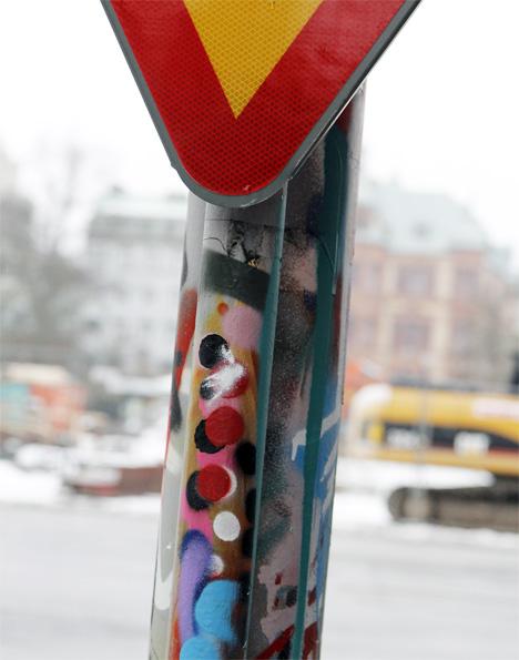 graffiti på vägskylt