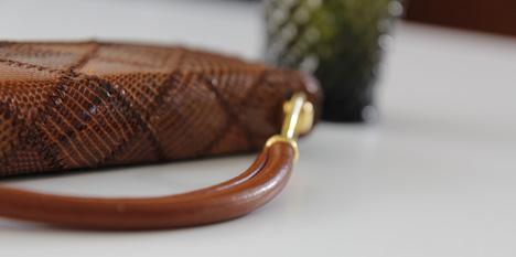 skinnväska brun reptil