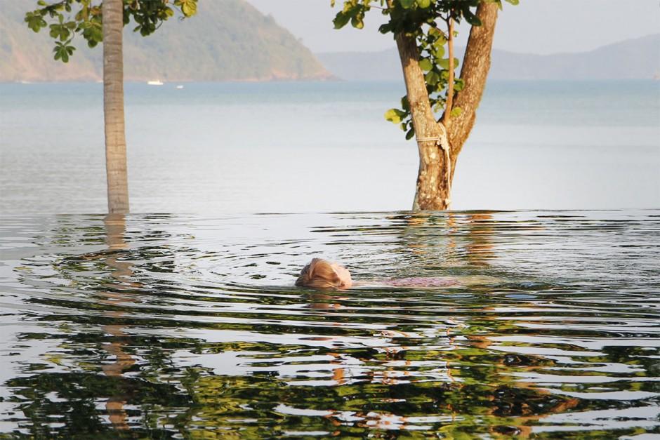 flyter i vattnet