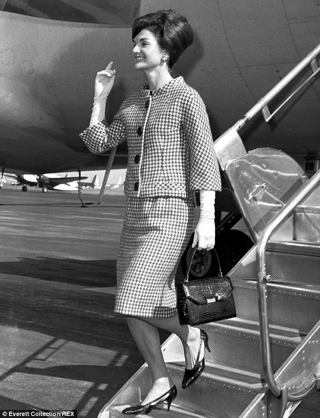 24847B4100000578-2902472-Leaming_states_that_she_believes_Jackie_Kennedy_pictured_landing-a-28_1420750282297