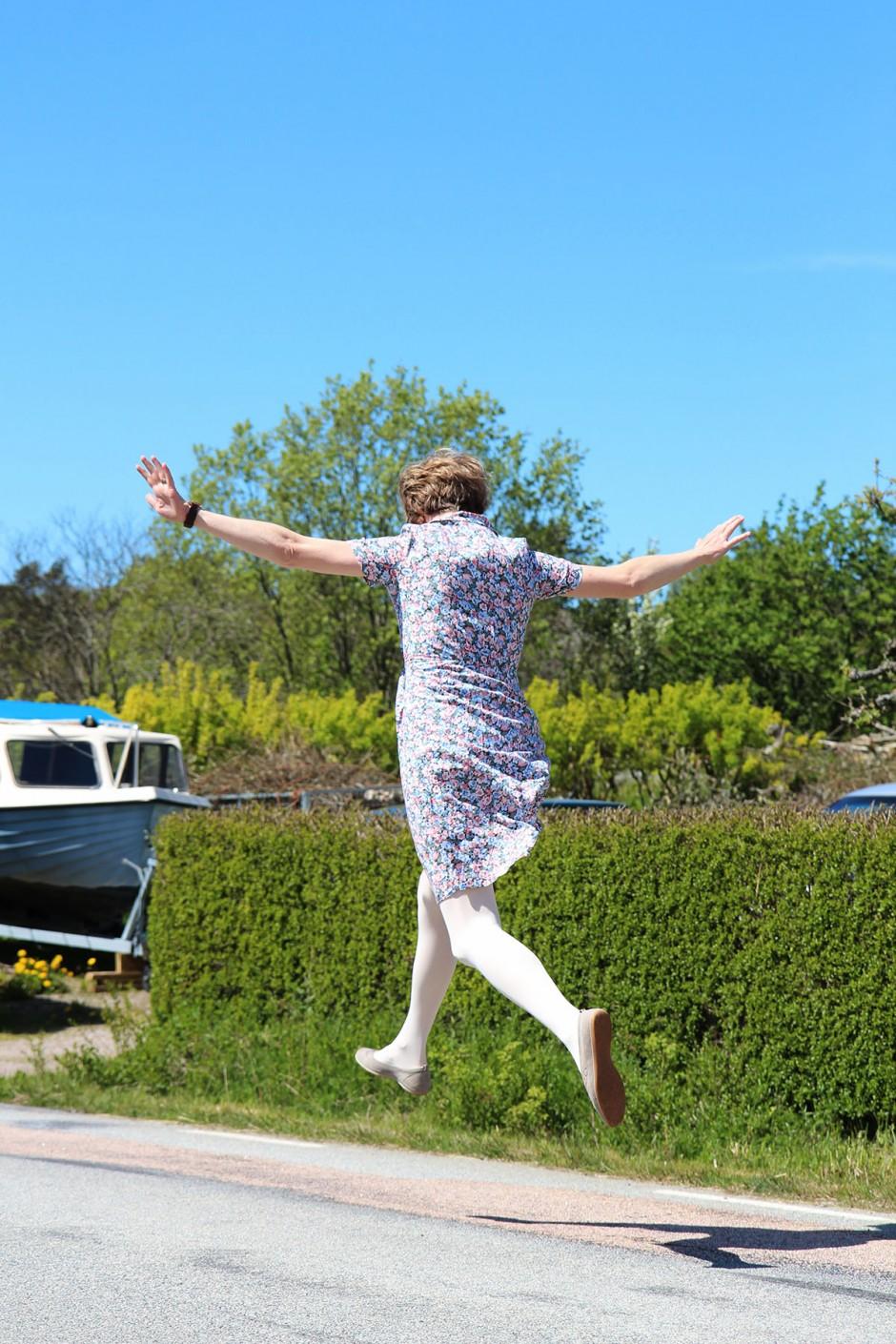 hoppande-kvinna