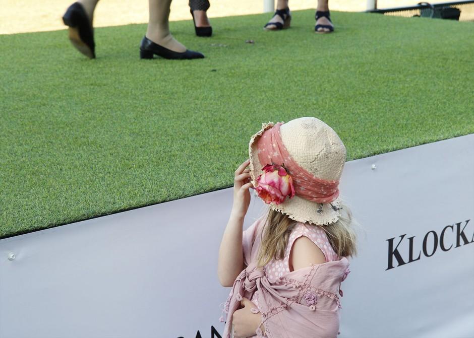 barn-med-hatt
