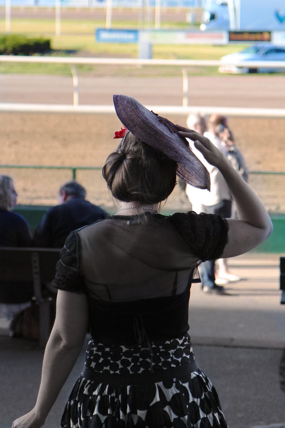 handen-på-hatten