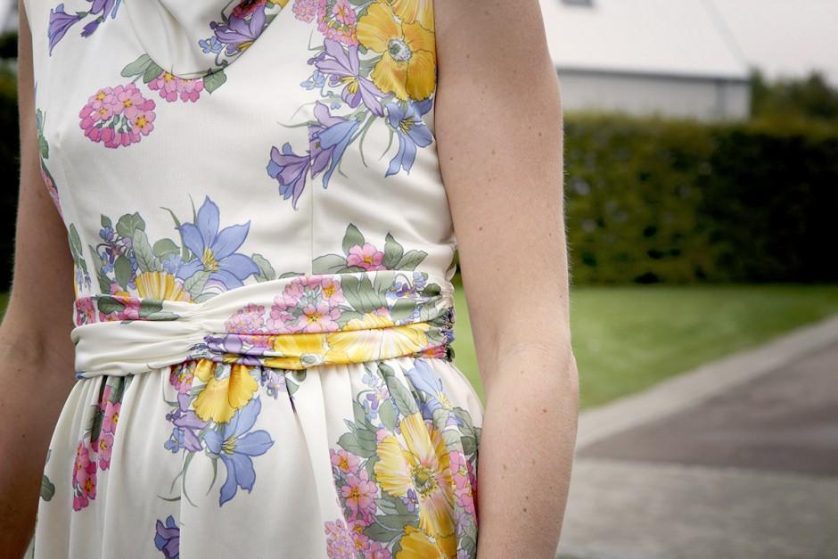 blommig vintageklänning