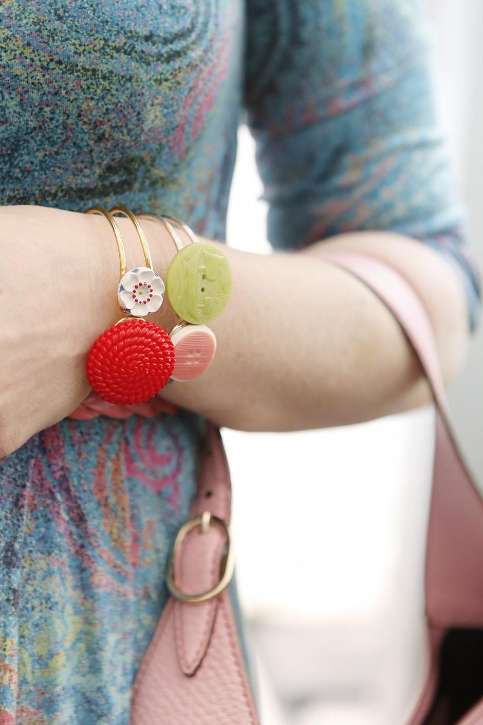armband med knappar