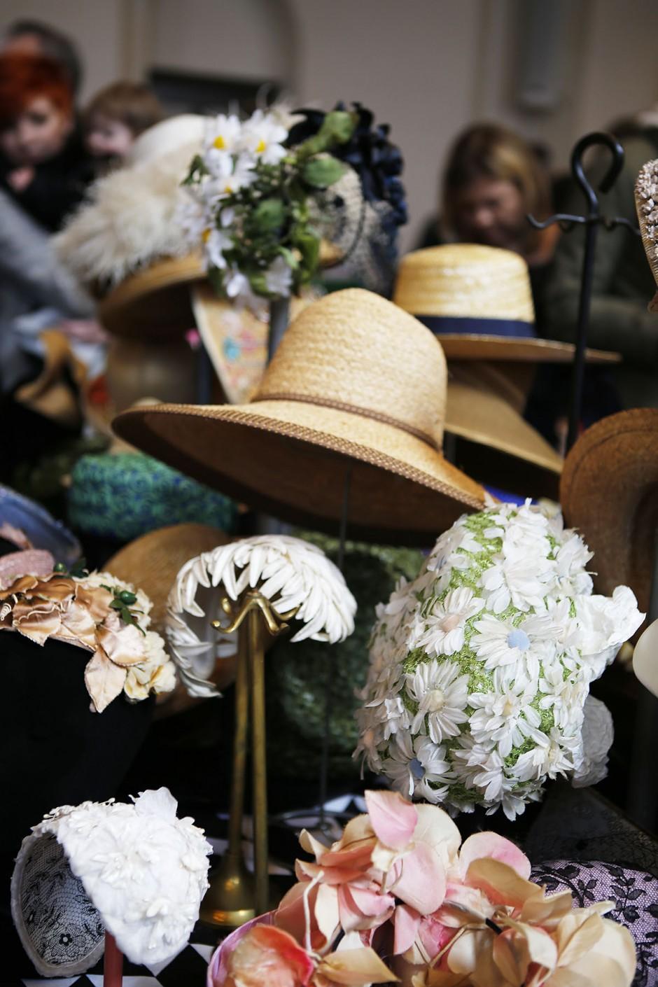 vintagehattar med blommor